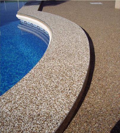 Suelo piscina. Gran dureza, gran resistencia a la abrasión y al impacto, elasticidad. Producto antideslizante